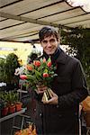 Mann im Blumenladen, Paris, Frankreich