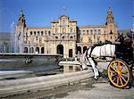 Espagne, Andalousie, Séville, plaza de Espana, cheval à boire à la fontaine