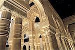 Espagne, Andalousie, Grenade, l'Alhambra, la Cour des lions, détails architecturaux