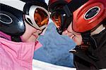 Porträt der jungen Mädchen im Ski-kit