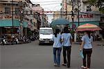 Personnes marchant dans la rue ville, Ho Chi Minh ville, Vietnam