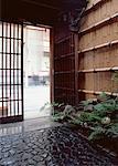 Porte d'entrée dans un style traditionnel japonais