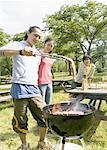 Jeunes au barbecue