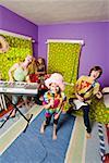 Enfants jouent des instruments en bande