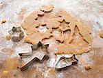 Biskuitteiges mit Keks-Schneidgeräte