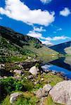 Cummeenduff Lake, vallée noire, Parc National de Killarney, comté de Kerry, Irlande ; Lac pittoresque