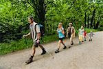 Famille Nordic walking sur piste