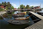 Bateaux ancrés au quai flottant, Fjaderholmarna, Stockholm, péninsule scandinave, l'archipel de Stockholm, Suède