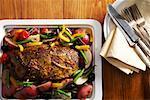 Tablett mit Roastbeef und Gemüse