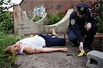 Polizist durch Beweise und Leiche am Tatort, Toronto