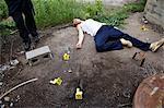 Polizist durch Beweise und Leiche am Tatort, Toronto, Ontario, Kanada