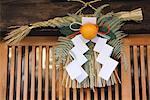 Bonne nouvelle année bonne chance « Shimenawa » plus haut de la porte d'entrée