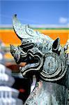 Thaïlande, Bangkok, Grand Palais et temple du Bouddha d'émeraude « Wat Phra Keo », la tête d'un dragon de bronze
