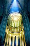 France, Normandie, Mont-Saint-Michel, l'abbaye, nef cathédrale illuminée