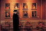 Italie, Venise, Palazzo Rezzonico, portant un costume homme