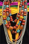Chine, joyaux traditionnelle tibétaine de Sichuan, près de Danba, portant au cours d'une fête de village