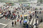 Chine, Sichuan, Chengdu, centre-ville, piétons à la croisée des chemins