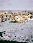 Suède, Stockholm, Gamla Stan : vieille ville, vue d'ensemble sur l'île de Riddarholmen en hiver