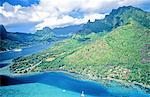Polynésie, l'île de Moorea, vue aérienne.