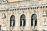 Façade de théâtre de Saint-Pétersbourg, Russie.