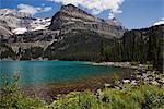 Lac o ' Hara et montagnes, le Parc National Yoho, en Colombie-Britannique, Canada