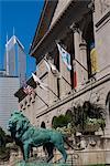 Statue de lion en face d'un bâtiment, Art Institute Of Chicago, Chicago, Illinois, USA