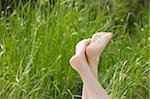 Jambes d'une personne dans le champ