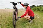 Fixation vélo de femme cycliste