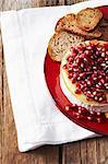 Stillleben mit Brot und Käse