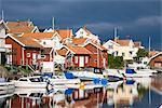 Angeln, Hütten und Boote am Hafen, Grundsund, Bohuslan, Schweden