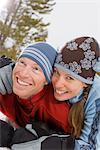 Couple jouant dans la neige, près de Frisco, Summit County, Colorado, Etats-Unis