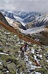 Les randonneurs et le Glacier de Fiesch à l'arrière-plan de l'Eggishorn, Suisse