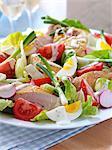 Gebratene Hähnchen-Salat mit cremig-Estragon-Dressing