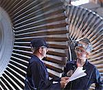Ingénieurs à côté de la Turbine