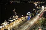 Suède, Stockholm, rues et quais éclairés la nuit
