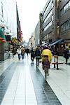 Schweden, Stockholm, Fußgänger in outdoor-Shopping-mall