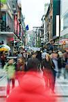 Schweden, Stockholm, verschwommene Masse von Fußgängern