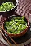 Schalen von Sojabohnen und gesalzene Edamame