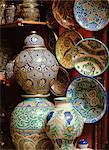Keramik für den Verkauf in den Souk in der Medina, Marrakesch (Marrakech), Marokko, Nordafrika, Afrika