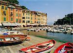 Vieux bâtiments et bateaux dans le port de Portofino, Ligurie, Italie