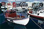 Bateaux dans le port, Torshavn (Thorshavn), Stremoy, îles Féroé, Danemark, Europe, Atlantique Nord