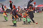 Hommes en tibétain traditionnel s'habillent, Fetival de cheval de Yushu, Province de Qinghai, Chine, Asie
