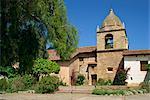 Basilique et bell tower à Carmel Mission, 1770, a fondé par Junipero Serra au Carmel de la mer, Californie, États-Unis d'Amérique, Amérique du Nord