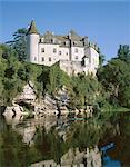 Château de la Treyne, reflétée dans l'eau de la rivière Dordogne, Aquitaine, France, Europe