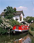Narrow boat and lock, Aylesbury Arm of the Grand Union Canal, Buckinghamshire, England, United Kingdom, Europe