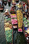 Marchands de bateaux, vente de fleurs et fruits, Damnoen Saduak flottant sur les marchés, Bangkok (Thaïlande), l'Asie du sud-est, Asie