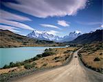 Cuernos del Paine s'élevant au-dessus de Rio Paine, Parc National de Torres del Paine, Patagonie, au Chili, en Amérique du Sud