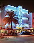 Quartier art déco à la tombée de la nuit, Ocean Drive, Miami Beach, Miami, Floride, États-Unis d'Amérique, l'Amérique du Nord