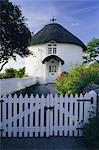 Traditionnelle maison ronde Cornish Veryan, Cornwall, Angleterre, Royaume-Uni, Europe