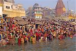 Hindu religious morning rituals in the Ganges (Ganga) River, Makar Sankranti festival, Varanasi (Benares), Uttar Pradesh State, India
